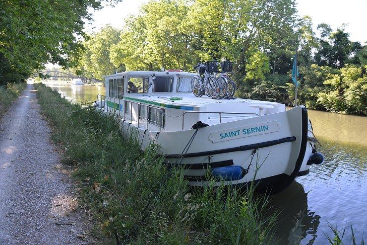 Saint Sernin tied up beside the canal