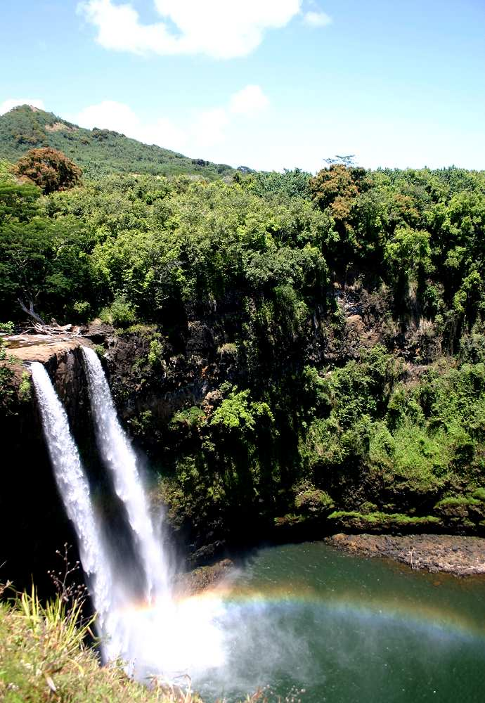 Rainbow Falls - Wailuku River State Park (Rainbow Falls). Copyright Hawaii Tourism Authority (HTA) / Kirk Lee Aeder.