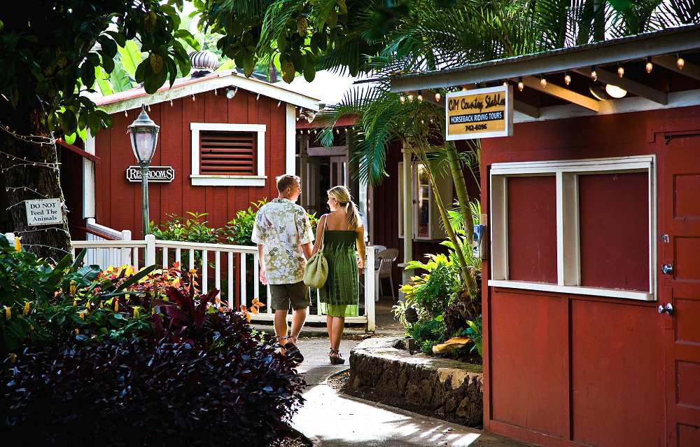 Couple Enjoying Old Koloa Town - Old Koloa Town. Copyright Hawaii Tourism Authority (HTA) / Tor Johnson.