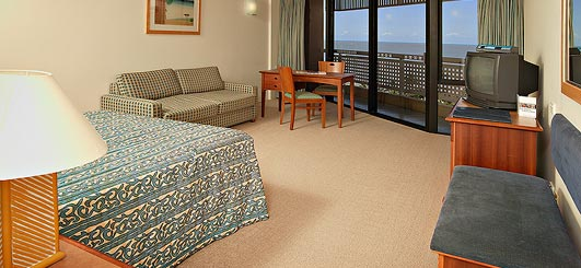 Oceanview Queen - Rydges Esplanade Resort Cairns. Copyright Rydges Hotels & Resorts.