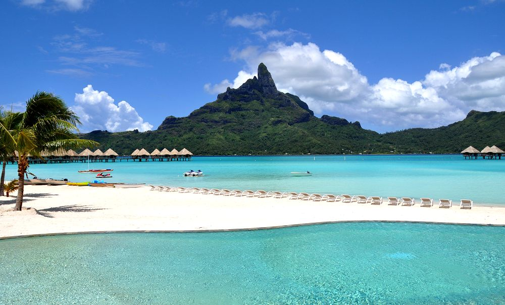 Beachfront Infinity Swimming Pool - Le Meridien Bora Bora.