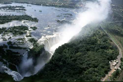 The Falls - Guided Tour of Victoria Falls. Copyright African Sun Hotels.