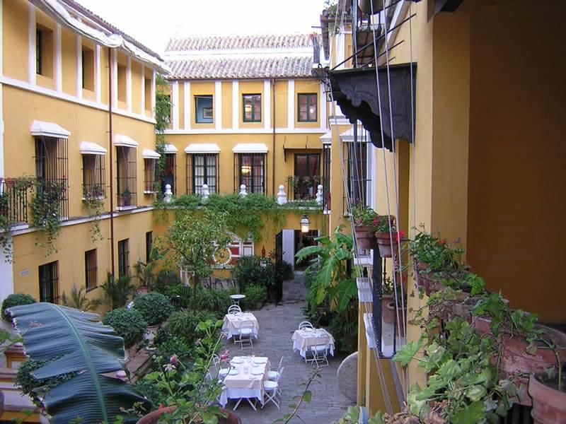 Las casas de la juderia spain reviews pictures map for Hotel casa de los azulejos cordoba espana