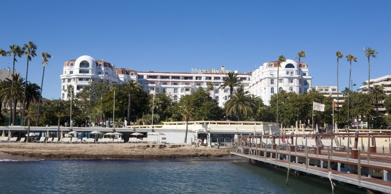 H tel majestic barri re france reviews pictures map for Hotels barriere