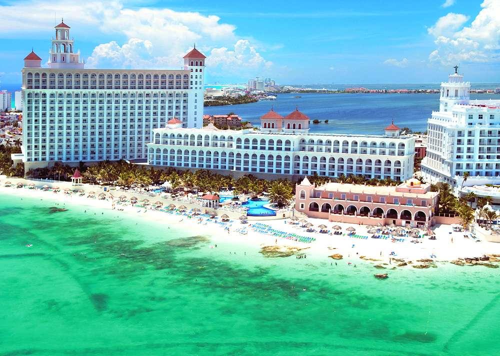 Hotel Riu Cancun Photo Copyright Hotels Resorts
