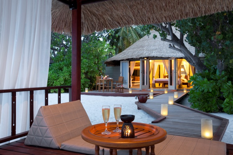 Beachfront Pool Villa - Lounge - Banyan Tree Maldives Vabbinfaru.